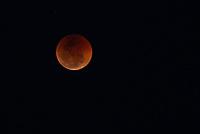 NITERÓI, RJ, 27.07.2018 - ECLIPSE-LUNAR - Eclipse lunar visto do mirante do morro das Andorinhas em Niterói, região metropolitana do Rio de Janeiro nesta sexta-feira, 27. (Foto: Clever Felix/Brazil Photo Press)
