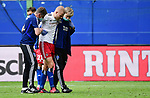 v.l. Physiotherapeut Mario Reicherz, Rick van Drongelen (verletzt), Mannschaftsarzt Dr. Wolfgang Schillings (HSV)<br />Hamburg, 28.06.2020, Fussball 2. Bundesliga, Hamburger SV - SV Sandhausen<br />Foto: VWitters/Witters/Pool//via nordphoto<br /> DFL REGULATIONS PROHIBIT ANY USE OF PHOTOGRAPHS AS IMAGE SEQUENCES AND OR QUASI VIDEO<br />EDITORIAL USE ONLY<br />NATIONAL AND INTERNATIONAL NEWS AGENCIES OUT