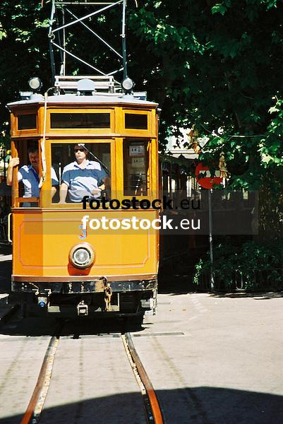 Tramway of S&oacute;ller<br /> <br /> Tranv&iacute;a de S&oacute;ller<br /> <br /> Stra&szlig;enbahn von S&oacute;ller<br /> <br /> 1840 x 1232 px<br /> 150 dpi: 31,16 x 20,86 cm<br /> 300 dpi: 15,58 x 10,43 cm<br /> Original: 35 mm