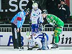 Stockholm 2014-12-02 Bandy Elitserien Hammarby IF - IFK V&auml;nersborg :  <br /> V&auml;nersborgs Johan Koch p&aring; kn&auml; med ont efter en n&auml;rkamp under matchen mellan Hammarby IF och IFK V&auml;nersborg <br /> (Foto: Kenta J&ouml;nsson) Nyckelord:  Elitserien Bandy Zinkensdamms IP Zinkensdamm Zinken Hammarby Bajen HIF IFK V&auml;nersborg skada skadan ont sm&auml;rta injury pain