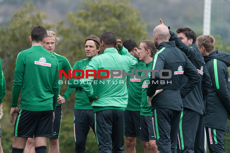 07.01.2017, Alhaurin el Grande, Hotel Alhaurin Golf Resort, ESP, Trainingslager Werder Bremen - Training 04, <br /> <br /> im Bild<br /> <br /> Teambesprechnung<br /> Jesper Verlaat (Werder Bremen U 23 #04)Clemens Fritz (Bremen #8)<br /> Max Kruse (Bremen #10)<br /> <br /> Foto &copy; nordphoto / Kokenge