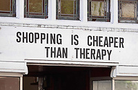 Nederland Amsterdam- mei 2018.  Winkel in Amsterdam. Shopping is cheaper than therapy.  Foto Berlinda van Dam / Hollandse Hoogte