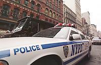 Fahrzeug der New Yorker Polizei, NYPD, auf dem Broadway.<br /> Ihr Motto: &quot;Courtensy, Professionalism, Respect (CPR)&quot; Gerechtigkeit, Professionalitaet, Respekt.<br /> New York City, 28.12.1998<br /> Copyright: Christian-Ditsch.de<br /> [Inhaltsveraendernde Manipulation des Fotos nur nach ausdruecklicher Genehmigung des Fotografen. Vereinbarungen ueber Abtretung von Persoenlichkeitsrechten/Model Release der abgebildeten Person/Personen liegen nicht vor. NO MODEL RELEASE! Don't publish without copyright Christian-Ditsch.de, Veroeffentlichung nur mit Fotografennennung, sowie gegen Honorar, MwSt. und Beleg. Konto:, I N G - D i B a, IBAN DE58500105175400192269, BIC INGDDEFFXXX, Kontakt: post@christian-ditsch.de]