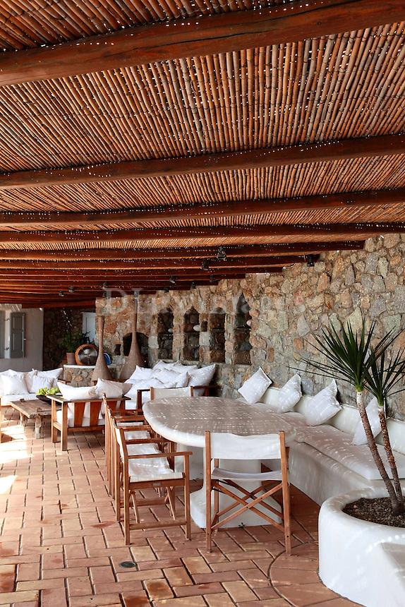 traditional patio pergola