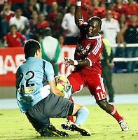 CALI -COLOMBIA-15-04-2014. Eider Tello ( Der)del America de Cali disputa el balon contra Jhon Bairon Garcia del Real Cartagena ,partido por el Torneo Postobon de la segunda divison jugado en el estadio Pascual Guerrero de la ciudad de Cali./  Eider Tello (R)  of America de Cali dispute for the ball against Real Cartagena Jhon Bairon Garcia, Postobon tournament Cup game for the second divison played at the stadium Pacual Warrior Cali.  Photo: VizzorImage / Juan Carlos Quintero / Stringer
