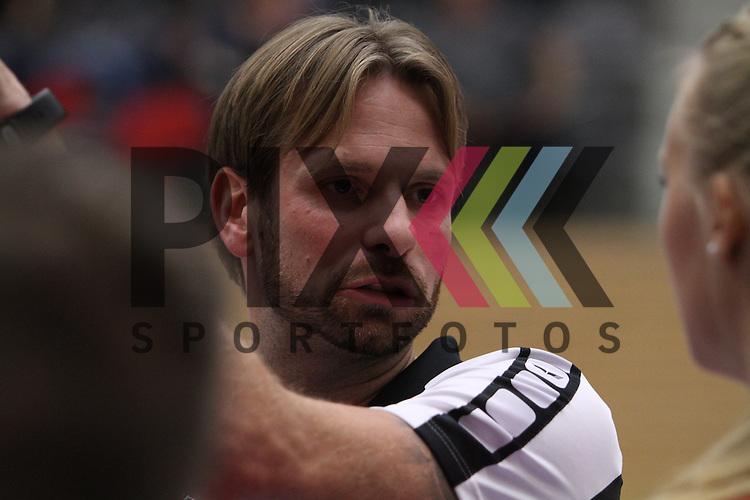 Koepenicks Trainer Manuel Rieke  beim Spiel in der Volleyball Bundesliga, Koepenicker SC Berlin  - VCO Berlin.<br /> <br /> Foto &copy; PIX-Sportfotos *** Foto ist honorarpflichtig! *** Auf Anfrage in hoeherer Qualitaet/Aufloesung. Belegexemplar erbeten. Veroeffentlichung ausschliesslich fuer journalistisch-publizistische Zwecke. For editorial use only.