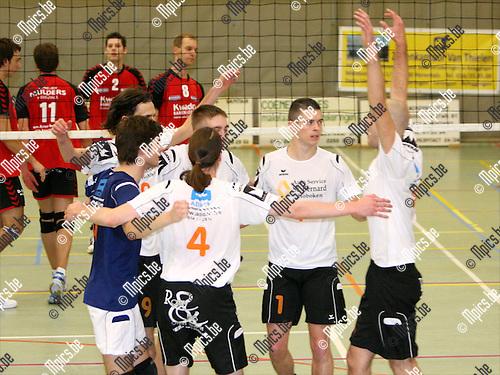 2008-11-15 / Volleybal / VC Herenthout - FPT BOVOC Bouwel / Vreugde bij de spelers van Herenthout..Foto: Maarten Straetemans (SMB)