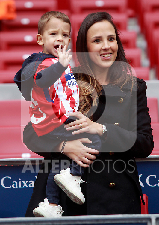 Vitolo's wife and son during the official presentation of the new Atletico de Madrid's player. December 31, 2016. (ALTERPHOTOS/Acero)