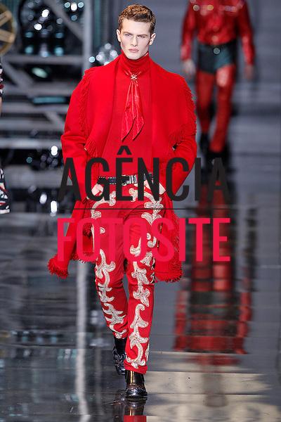 Milao, Italia &ndash; 01/2014 - Desfile de Versace durante a Semana de moda masculina de Milao - Inverno 2014. <br /> Foto: FOTOSITE