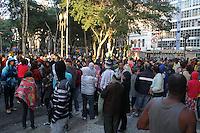 SAO PAULO, SP, 27/05/2014, OCUPACAO MSTS. Varios manifestantes ocupam a frente de um predio invadido que fica na Pca da Se, centro da capital paulista nessa terca-feira (27).  LUIZ GUARNIERI/BRAZIL PHOTO PRESS