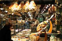 Switzerland, Ticino, Lugano: deli-shop at Old Town | Schweiz, Tessin, Lugano: Spezialitaeten-Geschaeft in der Altstadt