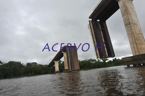 Ponte do Moj&uacute; desaba ap&oacute;s acidente com balsa.<br /> Foto Mauro &acirc;ngelo<br /> 2014