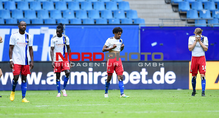 v.l. David Kinsombi, Bakery Jatta, Jeremy Dudziak, Aaron Hunt (HSV) nach dem 1:4<br />