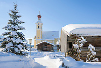 Austria, Tyrol, ski resort Going with village church | Oesterreich, Tirol, Going am Wilden Kaiser mit Dorfkirche zum heiligen Kreuz