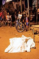 Belém,  Pará, Brasil -  Policia. Retranca: Homicidio - Taiane Carvalho Rodrigues, 25 anos. Vitma foi atingida por uma bala perdida e vindo a obito. Data: 05/03/2015. Local: Rua Antônio Vinagre - Comunidade Pinheirinho - Tapanã - Belém. Foto: Mauro Ângelo/Diário do Pará.