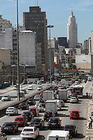 FOTO EMBARGADA PARA VEICULOS INTERNACIONAIS. SAO PAULO, SP, 20/12/2012, TRANSITO. O corredor Norte-Sul está com transito pesado na manhã dessa Quinta-feira (20). Luiz Guarnieri/ Brazil Photo Press