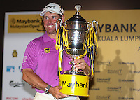 LEE WESTWOOD (ENG) is the Champion Golfer of the 2014 Maybank Malaysian Open at the Kuala Lumpur Golf & Country Club, Kuala Lumpur, Malaysia. Picture:  David Lloyd / www.golffile.ie