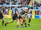 1st October 2017, Ricoh Arena, Coventry, England; Aviva Premiership rugby, Wasps versus Bath Rugby;  Baths Zach Mercer, in the blue cap, tackles Nathan Hughes of Wasps