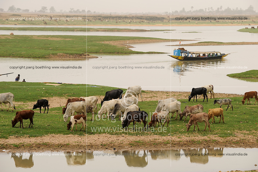 MALI, Mopti, boats on river Niger / MALI, Mopti, Pinasse auf dem Fluss Niger