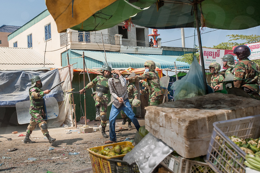 January 02 , 2014-Phnom Penh. Special Forces soldiers from the 911 Airborne unit beat an observer from a non-profit organization after a stand off between the military and striking garment workers errupted into violence. © Luc Forsyth / Ruom.
