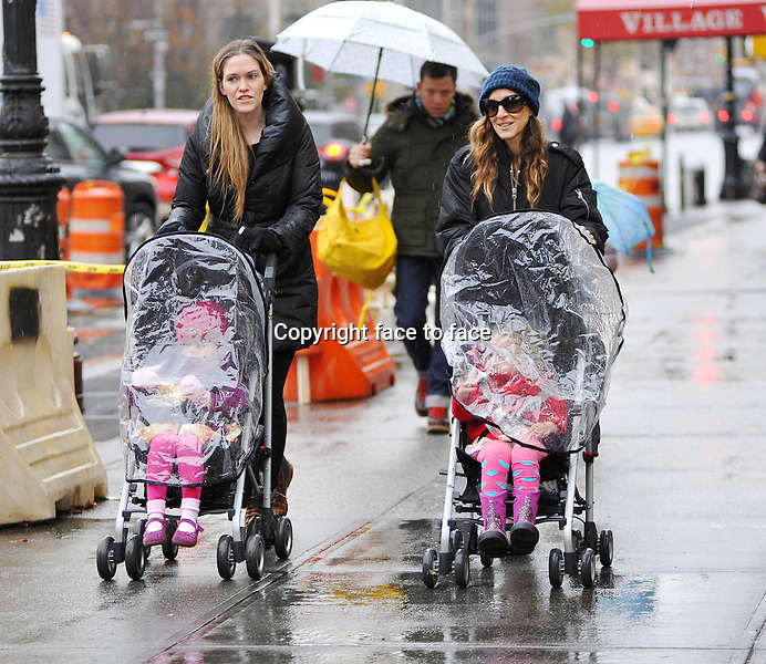 Sarah Jessica Parker takes her twin daughters Marion and Tabitha to school, New York City, 27.11.2012...Credit: StarMaxInc/face to face..- Spain, Hungary, Bulgaria, Croatia, Russia, Romania and Moldavia, Slovakia, Slovenia, Bosnia & Herzegowina, Serbia, Ukraine and Belaurus, Lithuania, Latvia and Estonia, Australia, Taiwan, Singapore, China, Malaysia and Thailand rights only -