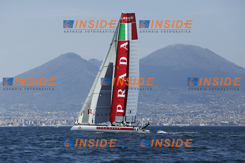 Napoli 17/04/2013 America's Cup World Series 2013 ..Regate di prova con Luna Rossa Piranha (ITA)..America's Cup World Series training race. In the photo Luna Rossa Piranha (ITA)..Photo Matteo Ciambelli / OneShot / Insidefoto