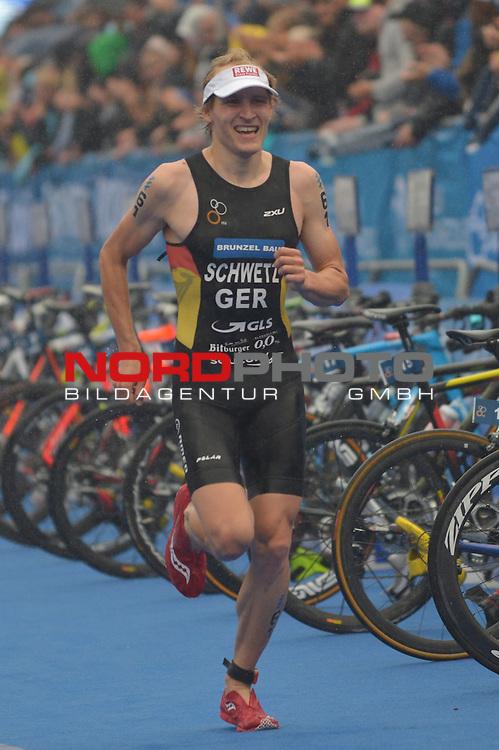 20160716,  Innenstadt, Hamburg, GER, Hamburg Wasser World Triathlon, Elite Maenner Sprintdistanz, im Bild Maximilian Schwetz (GER) beim Laufen Foto © nordphoto / Witke