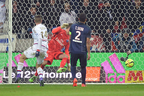28.02.2016. Lyon, France. French League 1 football. Olympique Lyon versus Paris St Germain.  SERGI DARDER (ol) scores in the 13th minute