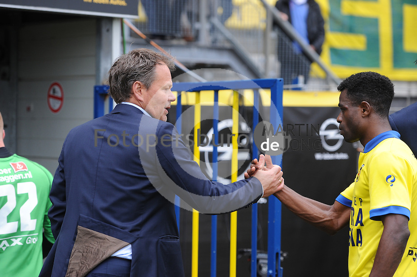 VOETBAL: LEEUWARDEN: 26-10-2014, Canbuurstadion, Cambuur - Feyenoord, uitslag 0-1, Henk de Jong (trainer Cambuur), Bartholomew Ogbeche (Cambuur), ©foto Martin de Jong