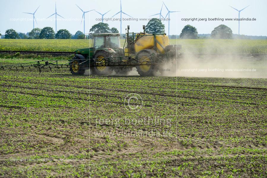 GERMANY, corn farming, spraying of pesticides / DEUTSCHLAND, Mecklenburg-Vorpommern, Maisanbau, Verspruehen von Pestiziden und Herbiziden wie Monsanto Unkrautvernichter  Roundup mit Glyphosat