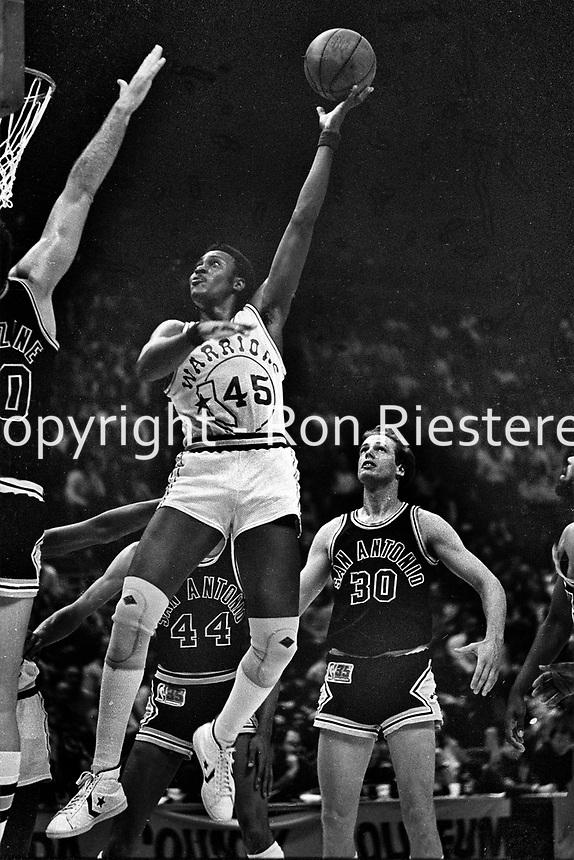 Golden State Warrior Purvis Short against the San Antonio Spurs.(1981 photo/Ron Riesterer)