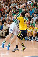 Momir Rnic (FAG) am Ball gegen vorne Alexander Petersson (RNL)