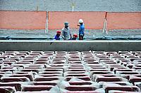 RECIFE, PE, 05 DE MARÇO 2013 - COPA 2014 - VISTORIA ARENA PERNAMBUCO -  vistoria da FIFA a Arena Pernambuco que está com 91% das obras concluídas, estadio que sediará  jogos da Copa do Mundo de 2014 na cidade de São Lourenço da Mata região metropolitana do Recife, nesta terça-feira, 05. FOTO LÍBIA FLORENTINO - BRAZIL PHOTO PRESS