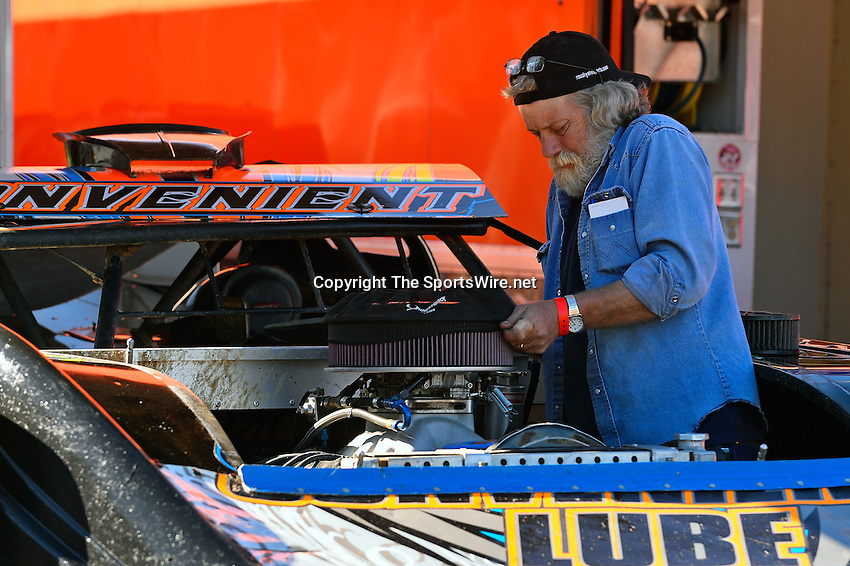Feb 16, 2014; 3:22:07 PM; Ocala, FL., USA; The Third Annual Bubba Army Winter Nationals World Of Outlaws Super Late Models paying $12,000 to win at Bubba RaceWay Park.  Mandatory Credit: (thesportswire.net)