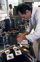 """Europe/France/Alsace/67/Bas-Rhin/Baerenthal/Lieu dit Untermulthalt: Restaurant """"l'Arnsbourg"""" - Jean Georges Klein en cuisine [Non destiné à un usage publicitaire - Not intended for an advertising use]<br /> PHOTO D'ARCHIVES // ARCHIVAL IMAGES<br /> FRANCE 2005"""
