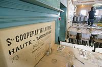 Europe/France/73/Savoie/Val d Isere: au sommet du telecabine de la Daille 2290 chalet d'altitude la Folie Douce & La Fruitiere restaurant établissement de Luc Reversade - détail salle du restaurant La Fruitière
