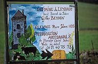 Europe/France/Auvergne/15/Cantal/Salers: Détail d'un panneau - Vente de fromages Salers
