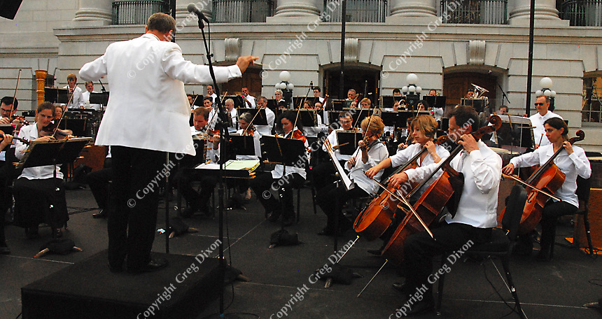 The Wisconsin Chamber Orchestra prepares for the 2007 season of Concerts on the Square with a dress rehearsal Monday on the Capitol steps