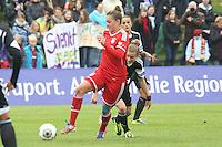 Sarah Hagen (Bayern) greift an - 1. FFC Frankfurt vs. FC Bayern München