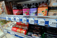 British jam is recommended in the first ever outlet of British retail giant Tesco in Nerima ward of Tokyo, Japan. Tesco is wholly owned by Japanese subsidiary C Two-Network Co. The discount supermarket, Tesco Express, says at least two similar outlets will follow within this year..