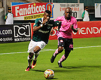 CALI -COLOMBIA, 11-09-2016.Acción de juego entre Cali y Boyacá Chicó  durante encuentro  por la fecha 11 de la Liga Aguila II 2016 disputado en el estadio del Deportivo Cali en Palmaseca./Action game between Cali and Boyaca Chico during match for the date 11 of the Aguila League II 2016 played at Deportivo Cali  stadium in Palmaseca. Photo:VizzorImage / Nelson Rios  / Cont