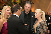 US entertainer Gwen Stefani (R), US entertainer Blake Shelton (2-R), New York Governor Andrew Cuomo (2-L) and US chef and author Sandra Lee (L) attend a state dinner for Italian Prime Minister Matteo Renzi, hosted by US President Barack Obama, on the South Lawn of the White House in Washington DC, USA, 18 October 2016. President Obama hosts his final state dinner, featuring celebrity chef Mario Batali and singer Gwen Stefani performing after dinner. <br /> Credit: Michael Reynolds / Pool via CNP