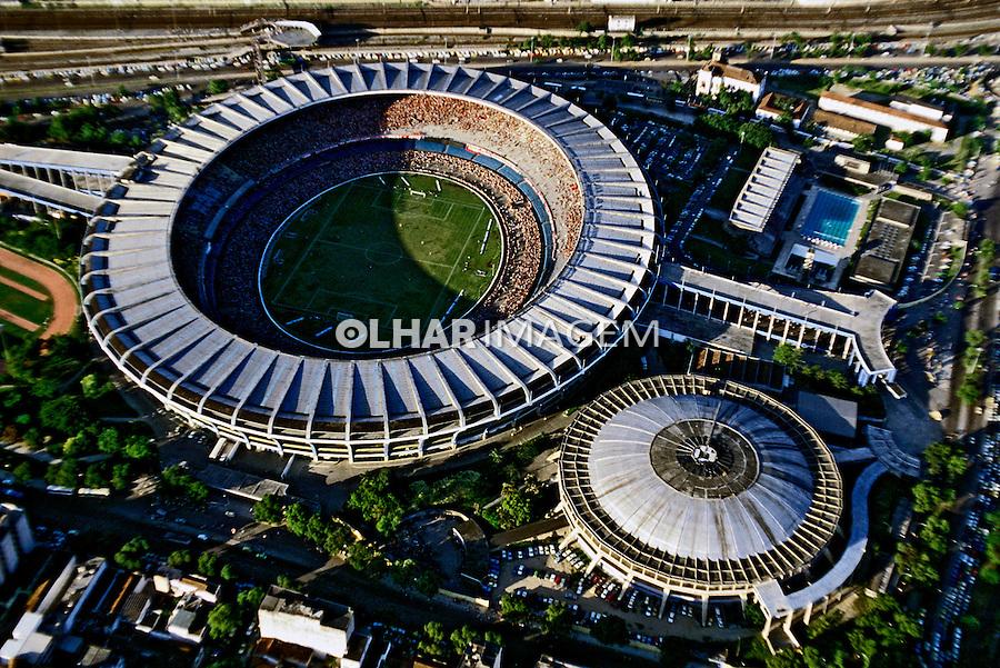 Vista aérea do Estádio do Maracanã. Rio de Janeiro. 1995. Foto de Ricardo Azoury.
