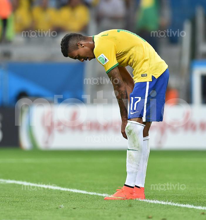 FUSSBALL WM 2014                HALBFINALE Brasilien - Deutschland          08.07.2014 Luiz Gustavo (Brasilien) ist enttaeuscht