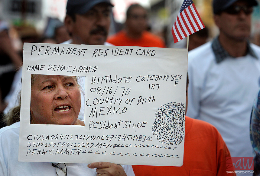 "LOS ANGELES,CA - OCTOBER 10,2009:  Peña Carmen has a creative way to help get her message across while walking with several hundred during the ""Full Rights for Immigrants March"" and rally along Broadway in downtown Los Angeles, October 10, 2009..( Photo: Spencer Weiner/Los Angeles Times.com )"