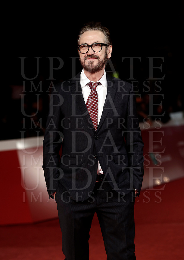 "L'attore italiano Marco Giallini posa sul red carpet per la presentazione del film ""The Place "" durante la Festa del Cinema di Roma, 2 novembre 2017.<br /> Italian actor Marco Giallini poses on the red carpet to present the movie ""The place"" during the international Rome Film Festival at Rome's Auditorium, November 2, 2017.<br /> UPDATE IMAGES PRESS/Isabella Bonotto"