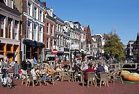 Terrasje  aan een van de grachten van Leeuwarden