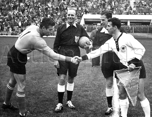 Germany versus Italy in the group stages  31.5.1962 im Stadion National de Santiago.  Hans Schaeffer shakes the hand of italian Goalkeeper Buffon. The game ended in a goaless draw (0-0)