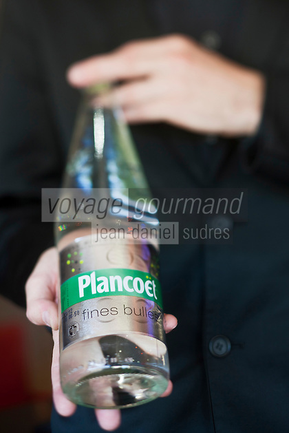 Europe/France/Bretagne/22/Côtes d'Armor/ Plérin-sous-la-Tour: Service de l'eau minérale de Plancoet - fines bulles- Restaurant: La Vieille Tour