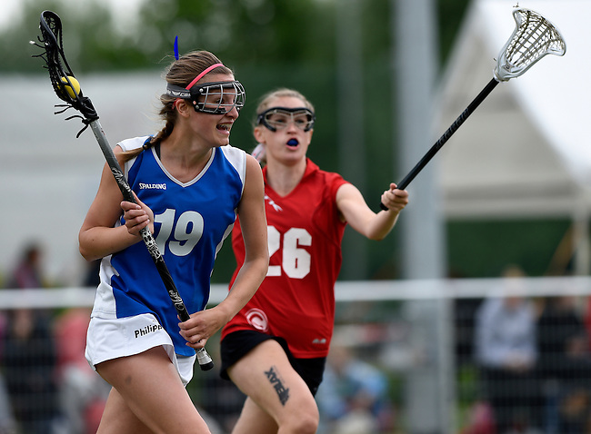 GER - Hannover, Germany, May 31: During the Women Lacrosse Playoffs 2015 match between SCC Blax (white) and Muenster Mohawks (blue) on May 31, 2015 at Deutscher Hockey-Club Hannover e.V. in Hannover, Germany. Final score 4:6. (Photo by Dirk Markgraf / www.265-images.com) *** Local caption *** Carina Bernards #19 of Muenster Mohawks